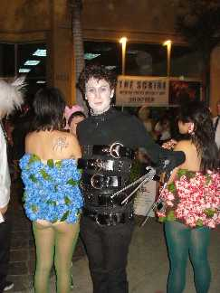 Scissorhands and his Bush s